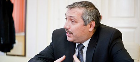 Interviu cu rectorul UMF, prof. dr. Leonard Azamfirei