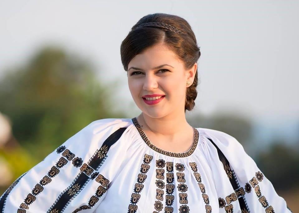 """Ina Ioana Todoran: """"Voi alina bătrâneţi grele cu cântecul, iar durerile trupului cu mintea şi experienţa de medic!"""""""