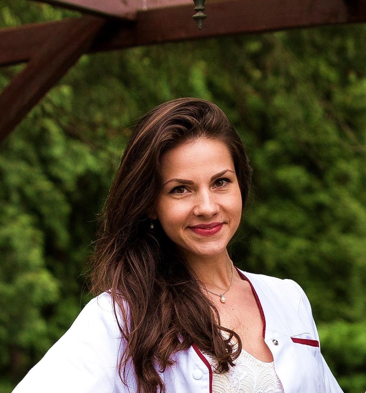 """Made in UMF. Amalia Miklos, student doctorand și asistent universitar: """"Admiterea la Facultatea de Farmacie a fost cea mai bună alegere!"""""""