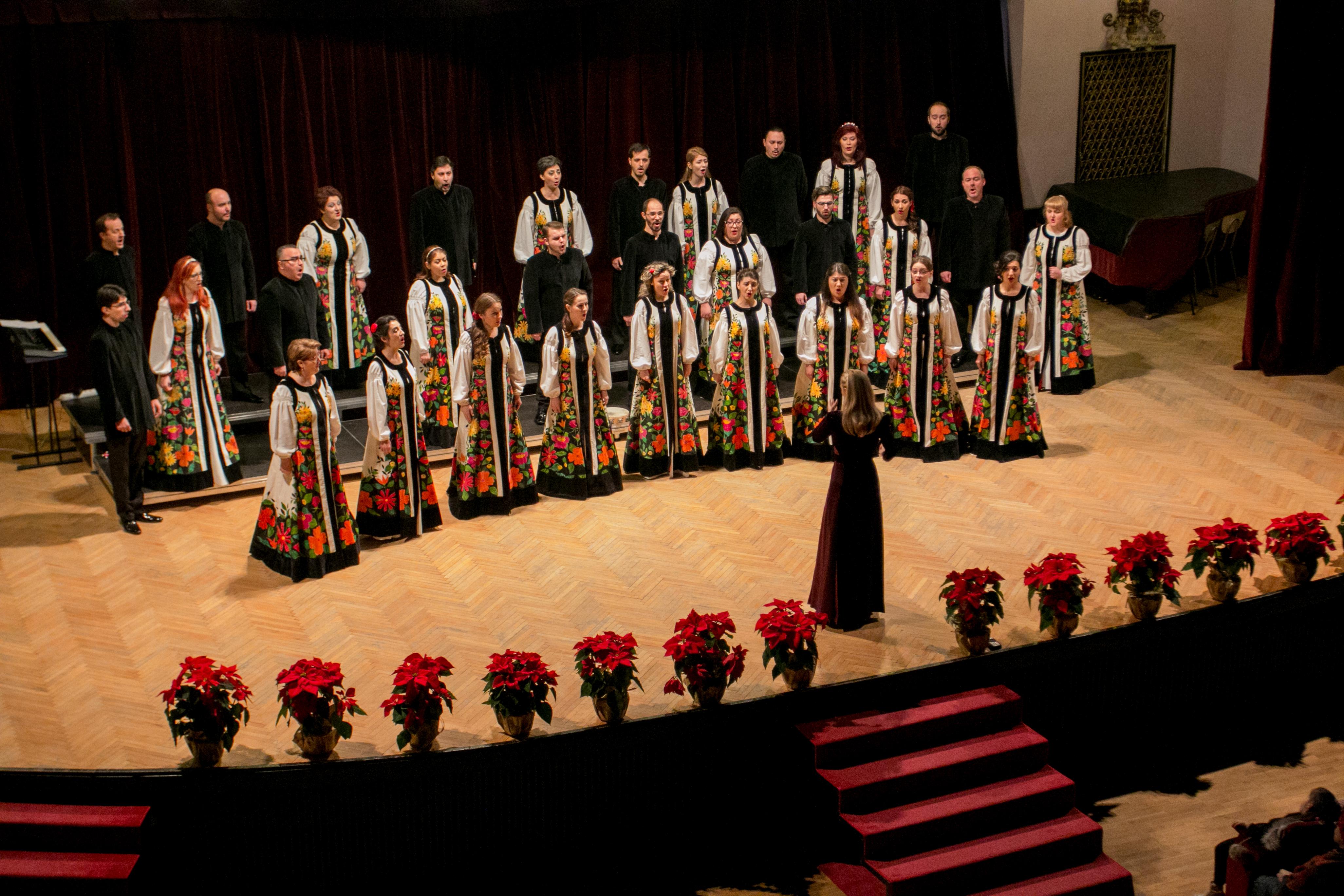 """Corul """"Madrigal"""", concert extraordinar de Crăciun, cu prilejul Zilelor UMF Tîrgu Mureș"""