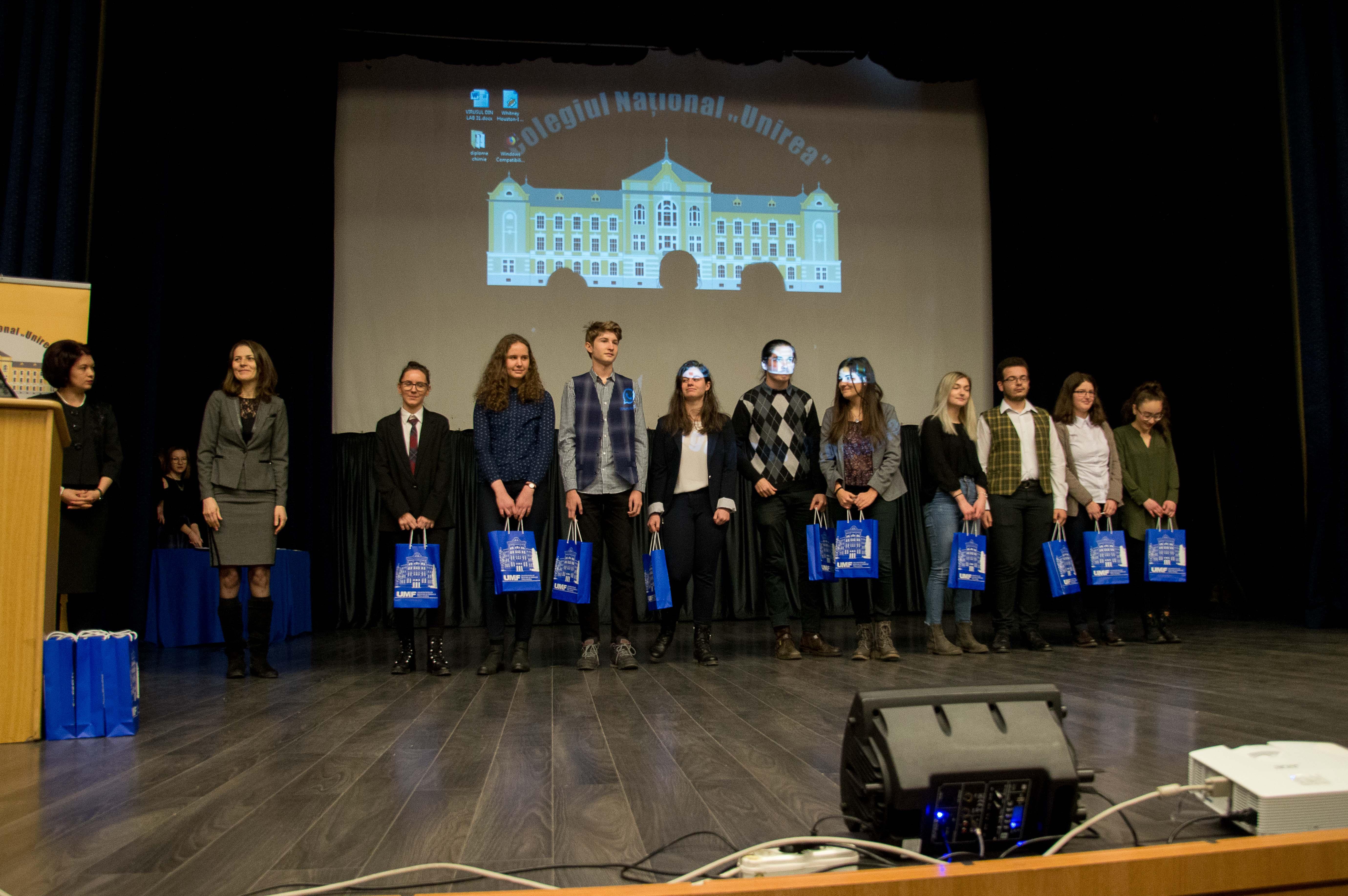 FOTO: Cei mai buni elevi ai județului Mureș, premiați de conducerea UMF Tîrgu Mureș