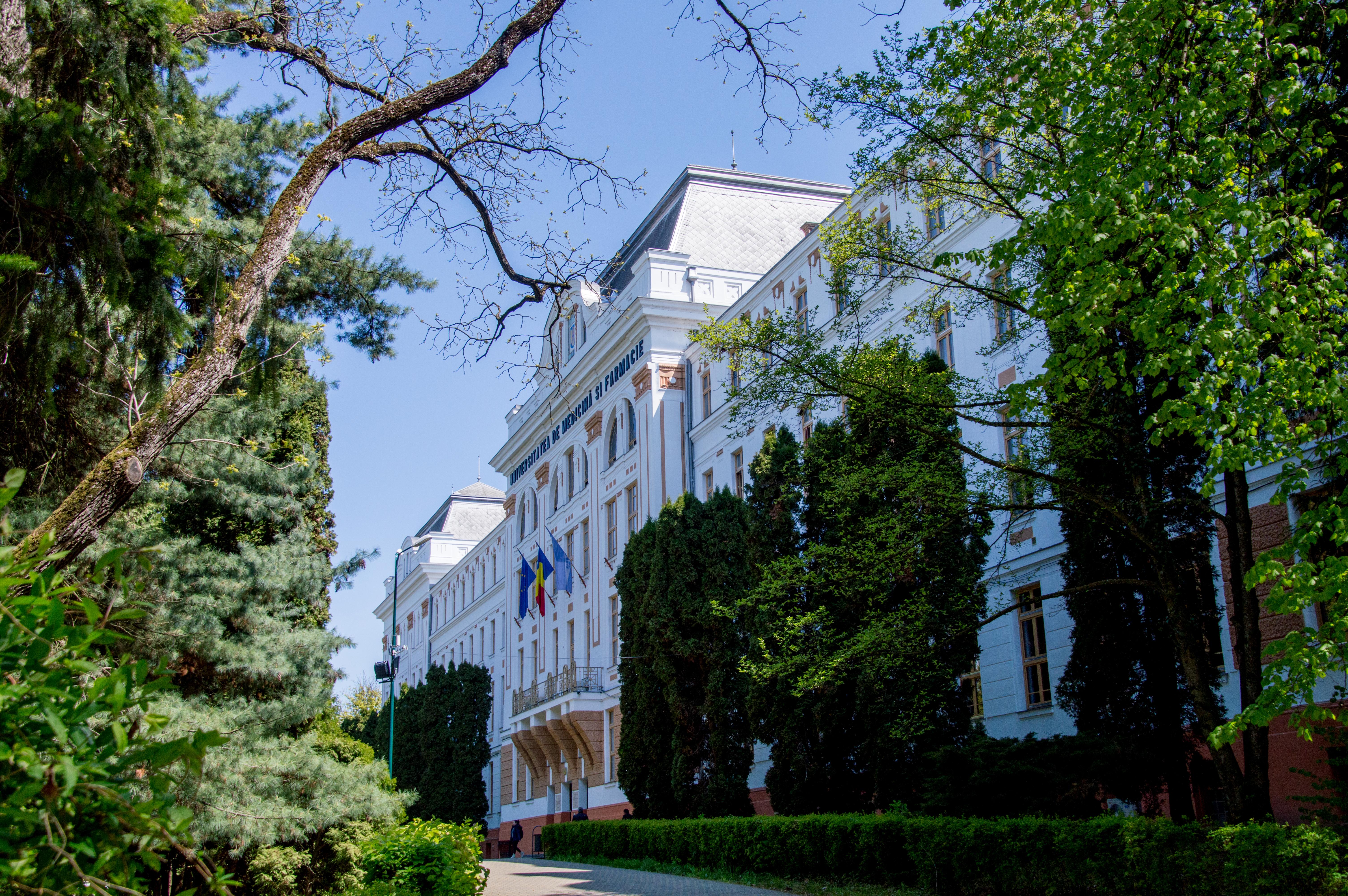 Personalitate în domeniul științelor juridice, distinsă cu titlul de Doctor Honoris Causa al UMFST Târgu Mureș