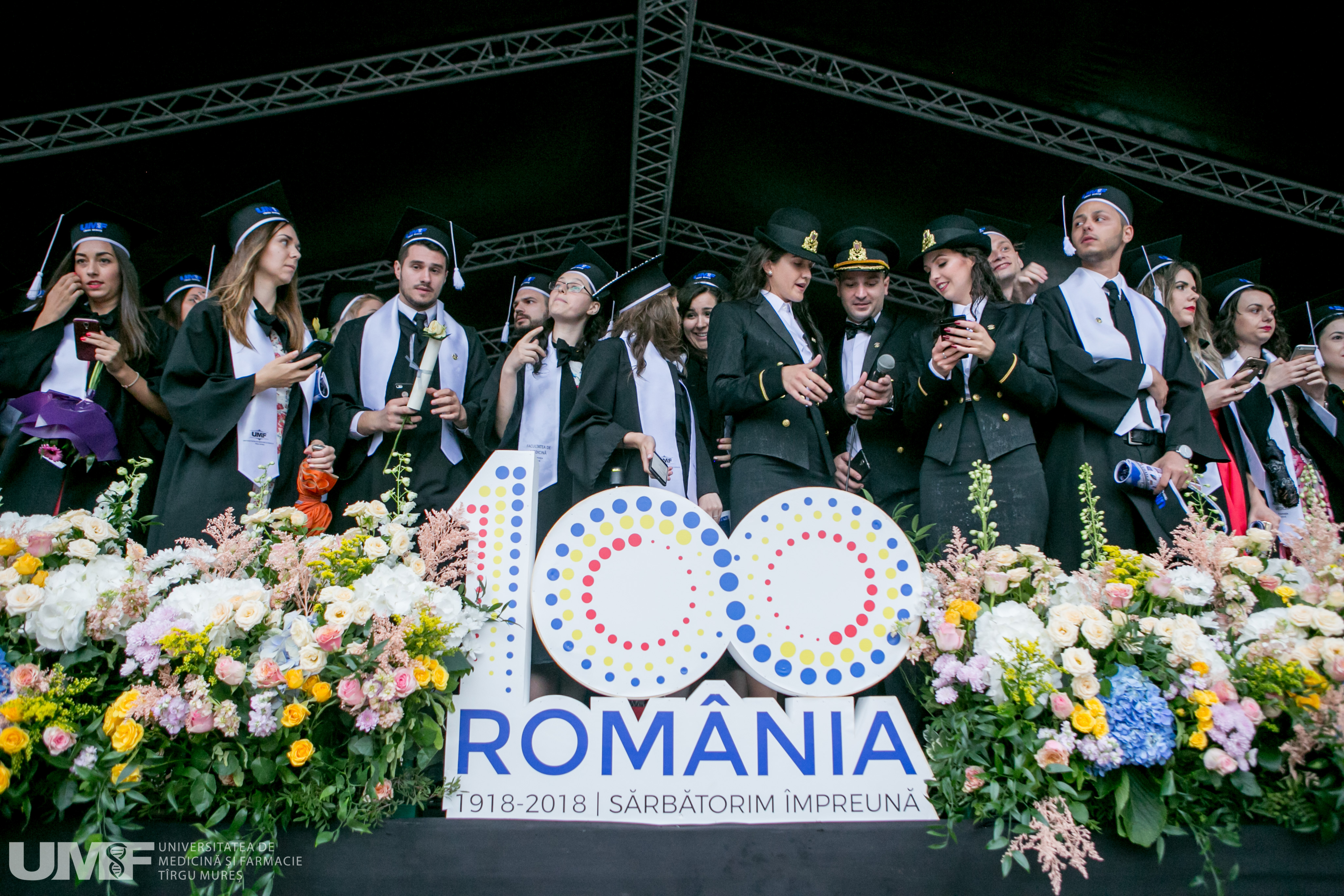 Festivitatea de absolvire a UMF Tîrgu Mureș. Peste 900 de absolvenți au rostit jurământul lui Hipocrate în Piața Teatrului