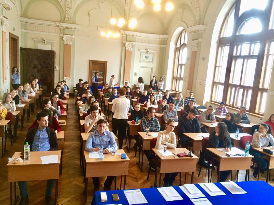 """Simularea examenului de admitere la UMFST, organizată de Colegiul """"Unirea"""""""