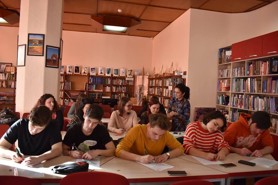FOTO: Workshop pe tema drepturilor omului, la American Corner