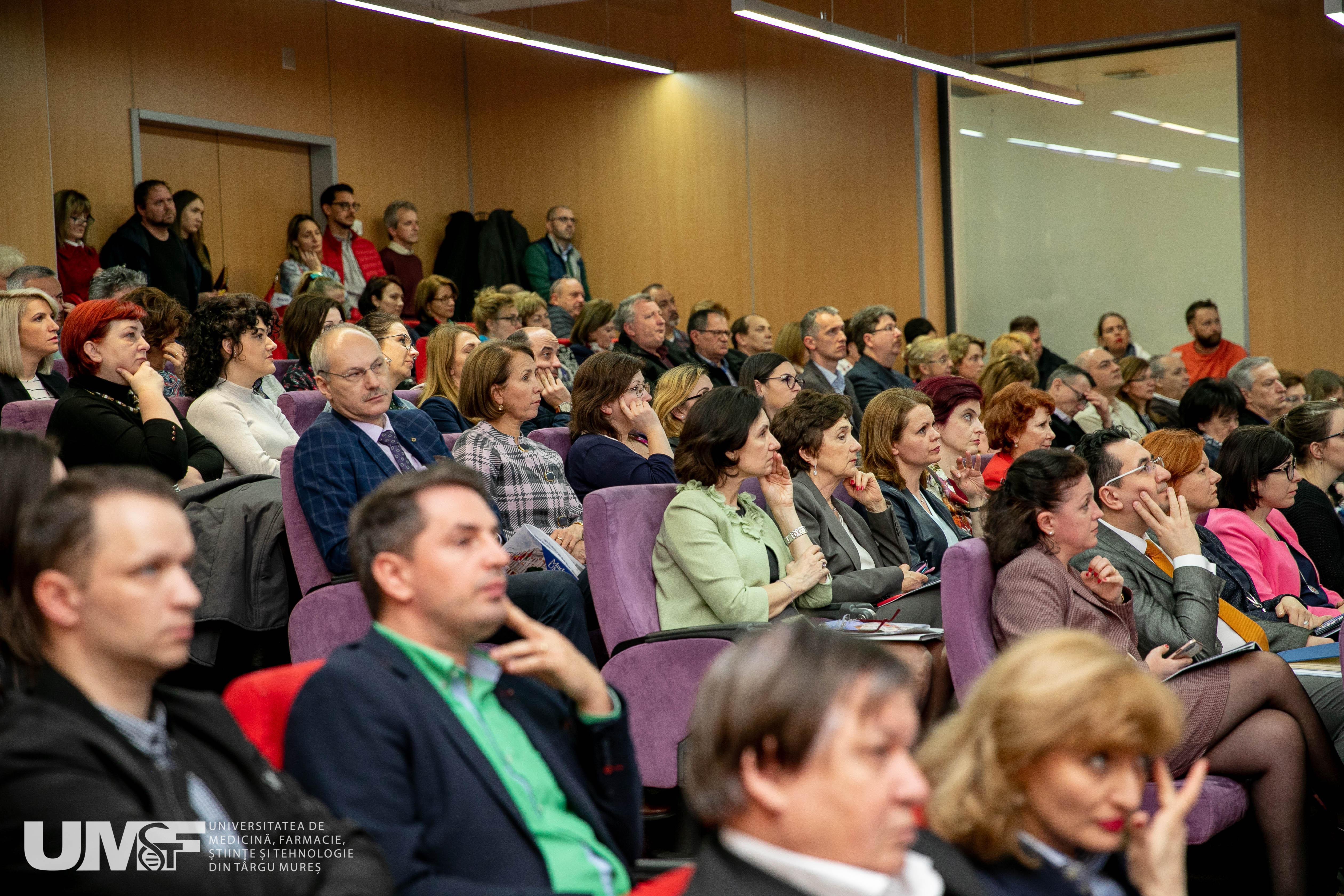 2 Foto raport rector