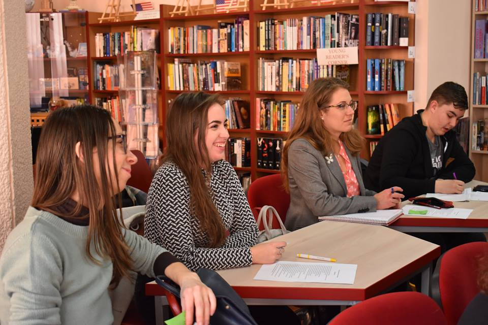 2 Studenti workshop American Corner
