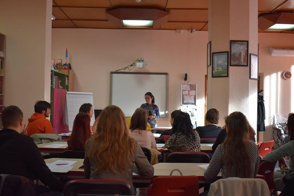 3 Studenti workshop American Corner