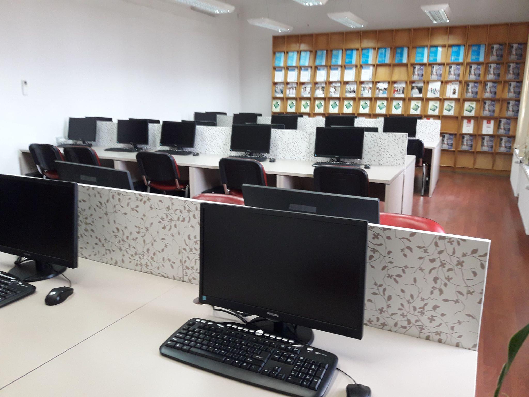 Biblioteca UMFST Târgu Mureș pune la dispoziția studenților o nouă sală cu 40 de calculatoare