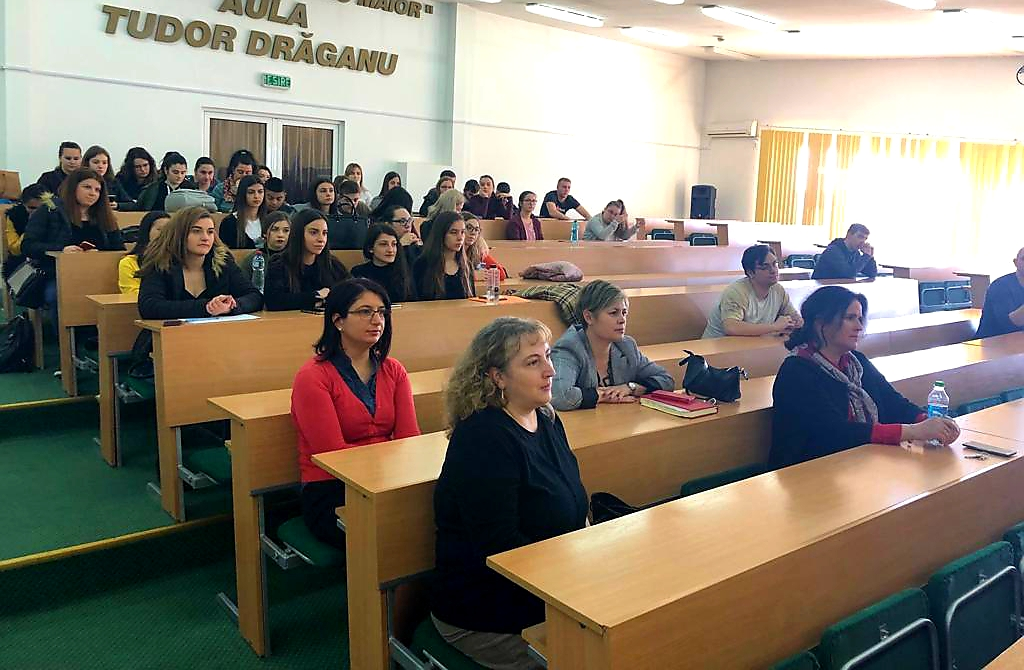 Poze dezbatere studenti Economie si Drept (2)