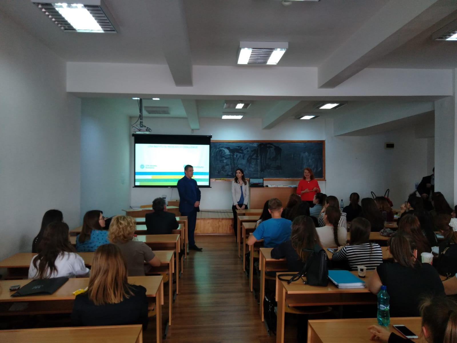 Specialiștii CFA Society Romania, întâlnire cu studenții de la Economie și Drept