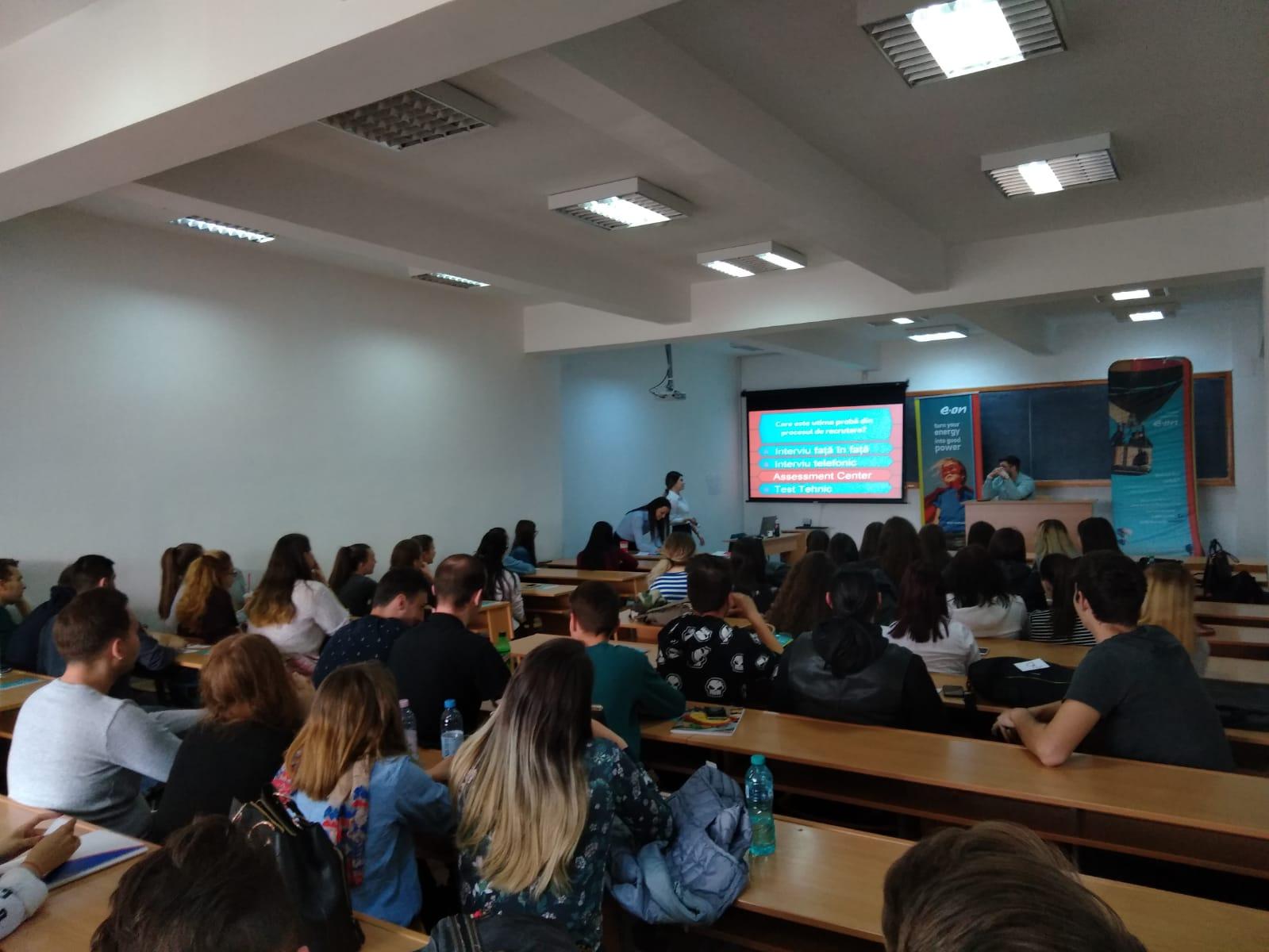 Foto studenti Economie si Drept Company Hour (2)