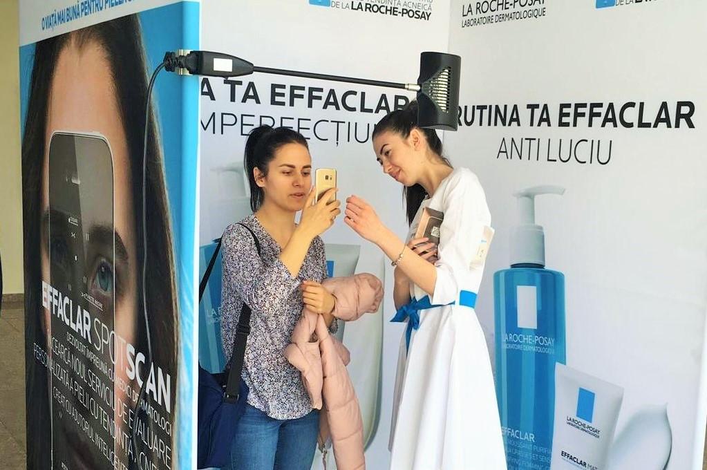 Serviciu de evaluare personalizată a pielii grase, prezentat studenților de la Cosmetică medicală