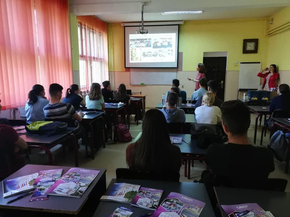 """""""Facultatea de Farmacie a UMFST în oraşul tău"""", o nouă acţiune la Liceul Teoretic """"Andrei Bârseanu"""" din Târnăveni"""