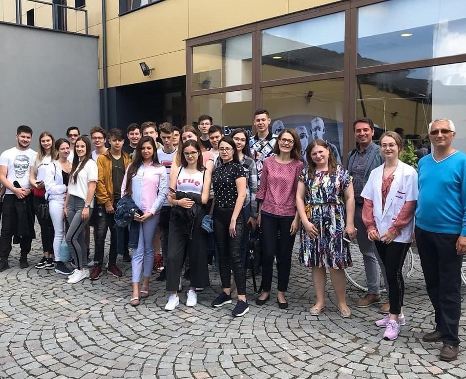 Studenți pentru o zi la Facultatea de Farmacie