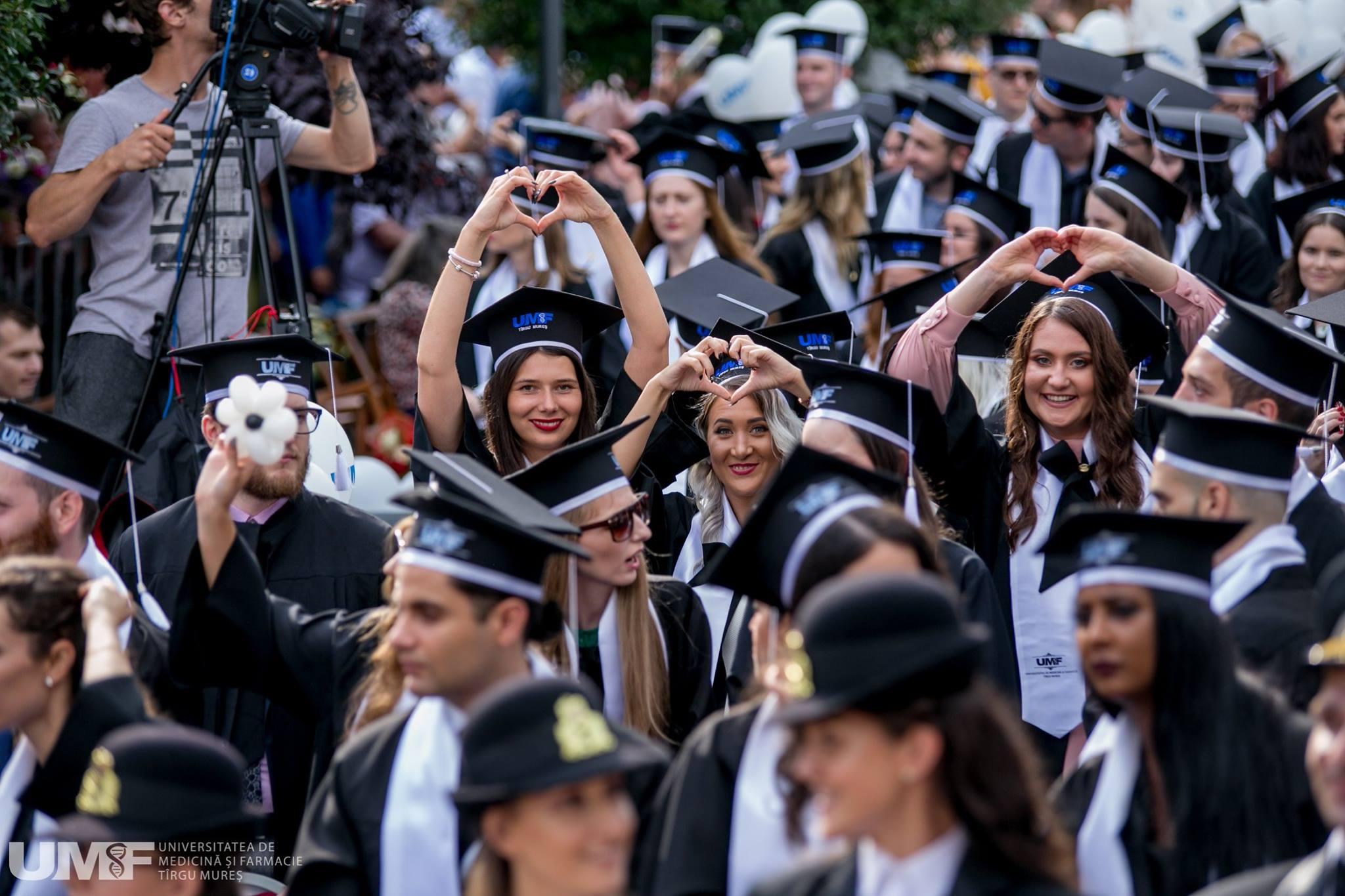 """Festivitatea de absolvire a UMFST """"George Emil Palade"""" din Târgu Mureș. Promoția 2019, sub semnul generos al internaționalizării academice"""