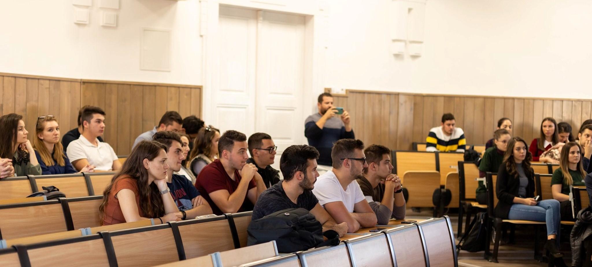 Cursuri dedicate studenților dornici de aprofundarea cunoștințelor în domeniul rețelelor de calculatoare