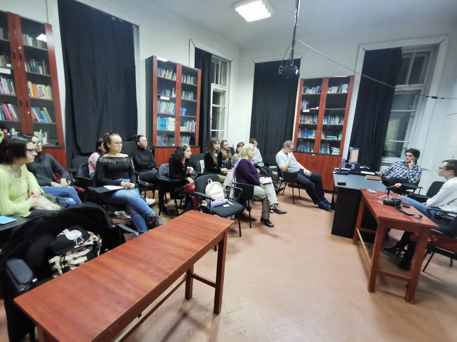 Studenți pasionați de literatură, la prima întâlnire a Cercului Literar UMFST