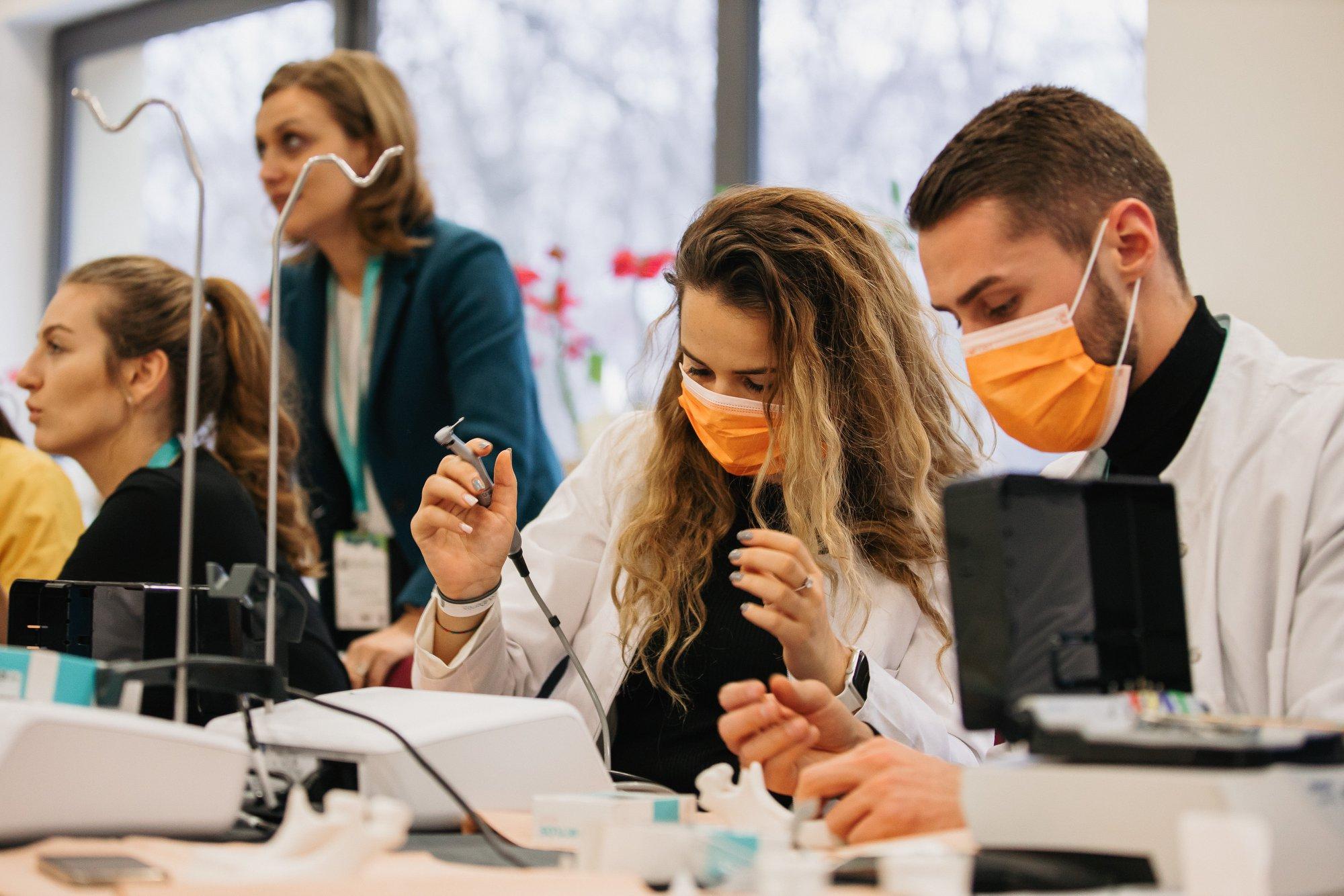 """Luni încep cursurile online la Universitatea de Medicină, Farmacie, Ştiinţe şi Tehnologie """"George Emil Palade"""" din Târgu Mureş"""