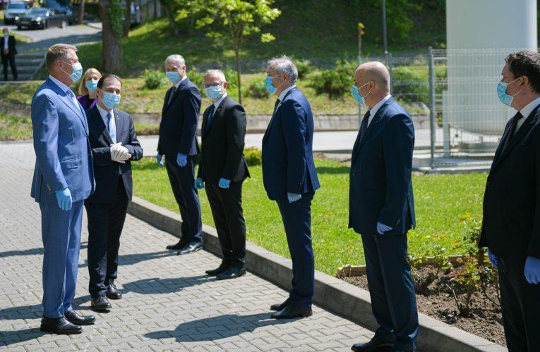 FOTO: Vizită de lucru a președintelui României, domnul Klaus Iohannis, a prim-ministrului României, domnul Ludovic Orban, și a ministrului Sănătății, domnul Nelu Tătaru, la UMFST
