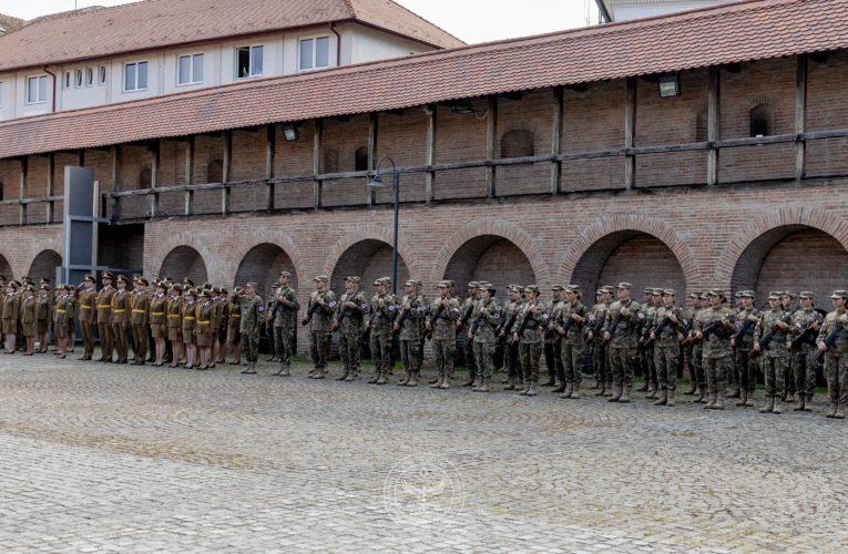 Ceremonia de acordare a primului grad de ofițer absolvenților anului IV, Secţia de Pregătire Medico-Militară Târgu Mureş